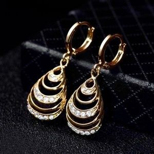 Jewelry - 18kt Yellow Gold Diamond Dangle Earrings